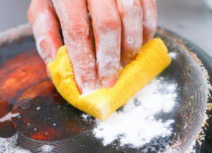 روش های تمیز کردن پشت انواع قابلمه و ماهیتابه