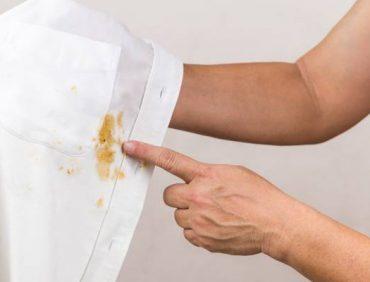 ترفند های پاک کردن لکه روغن از روی لباس