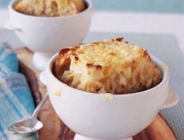 سوپ پیاز با پنیر و آویشن