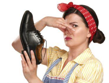 با کفش و پایی که بو میدهد چه کنیم؟